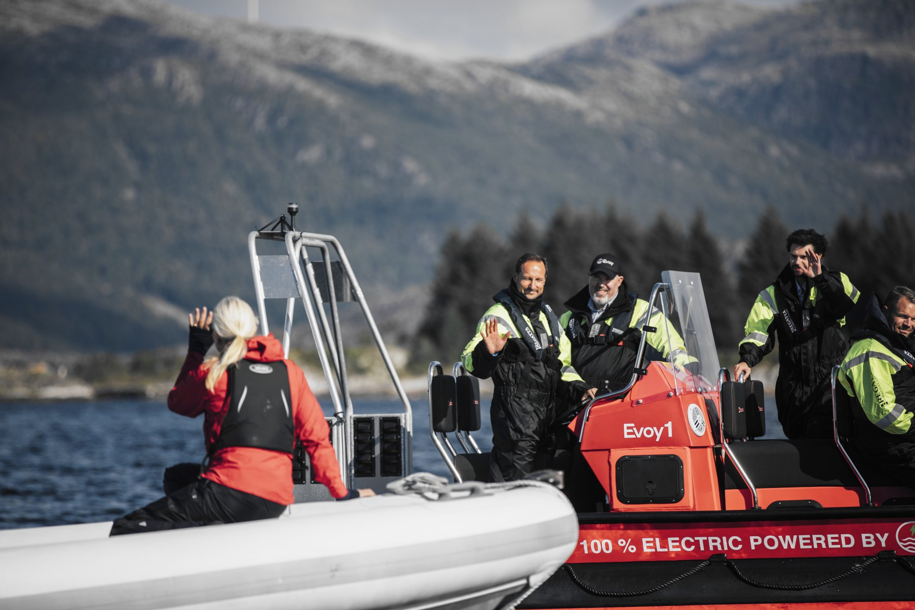 Image of Crown Prince and Princess of Norway in boats